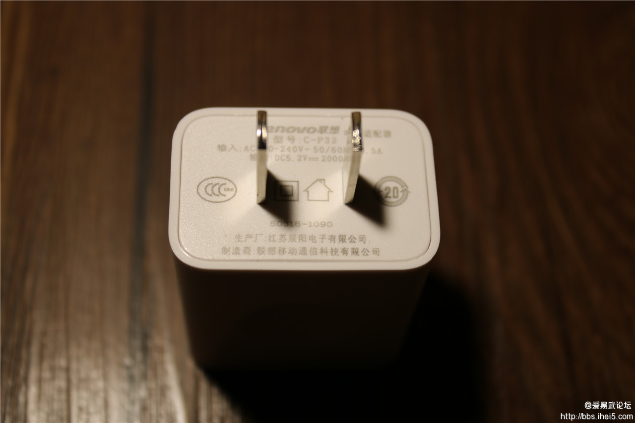 5.充电头特写.jpg